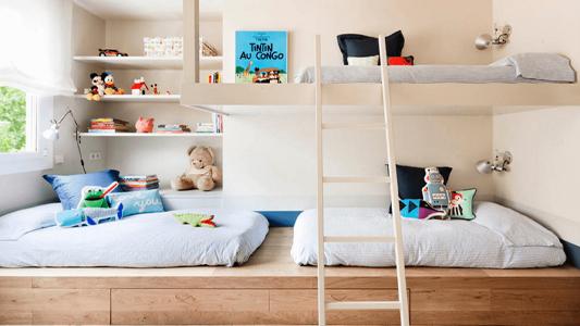 ¿Cómo distribuir una habitación compartida y funcional para niños?
